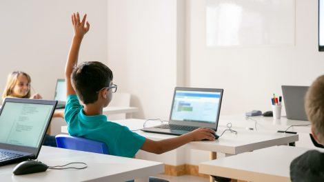 プログラミングスクールを開業するには?必要なものや開業までの流れを解説
